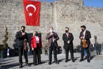 Melikgazi'de 100. Yıl Anısına İstiklal Ruhu Tarihi Kale'den Yankılandı