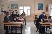 Şırnak'ta, Asker Olmak İsteyen Öğrenciye Yarbaydan Anlamlı Hediye