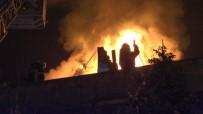 Kayseri'de Apartmanın Çatısı Alev Alev Yandı