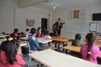 Mezun Olduğu Okulda Müdür Oldu, Gitarıyla Konser Verip Öğrencileri Eğlendirdi