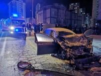 Minibüsle Çarpışan Otomobilden Alevler Yükseldi