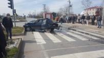 Trafik Işıklarında Bekleyen Otomobile Arkadan Çarpıp, Kaçtı