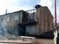 Tunceli'de 2 Katlı Kerpiç Ev Yandı
