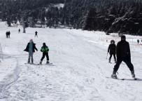 Yalnızçam'da Pistler Kayakseverlerle Doldu