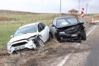 Aksaray'da İki Otomobil Çarpıştı Açıklaması 1'İ Bebek 5 Yaralı