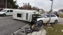 Isparta'da 6 Kişinin Yaralandığı Kazada Can Pazarı
