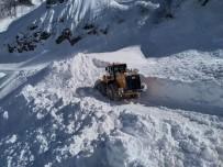 Yoğun Kar Yağışı Nedeniyle Ulaşıma Kapanan Macahel Yolunu Açmak İçin Çalışma Başlatıldı