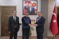 Başkan Mehmet Cabbar'dan Emekli Olan Zabıta Personeline Teşekkür Plaketi