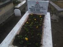 Develi'de Ekipler Şehit Mezarlarını Çiçeklerle Süsledi