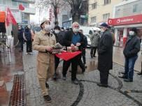 Aksaray'da Belediyeden Halka Üzüm Hoşafı Ve Ekmek İkramı