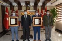 Şehit Babası Ve Gaziye Devlet Övünç Madalyası Verildi