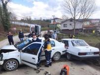 2 Otomobil Kafa Kafaya Çarpıştı Açıklaması 4 Yaralı