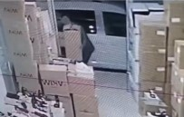 Depodan Ayakkabı Çalan Hırsız Kameralara Yakalandı