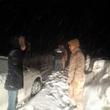 Bayburt'ta Karda Mahsur Kalan 3 Kişi AFAD Ve Jandarma Ekiplerince Kurtarıldı