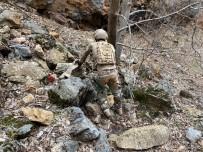 Tunceli'de Teröristlere Ait İki Sığınak İmha Edildi