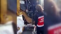 Ağrı'da Yolu Kardan Kapanan Mezrada Rahatsızlanan Kişi Greyderle Ambulansa Ulaştırıldı