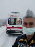 Ambulans Karda Mahsur Kaldı