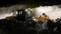 Artvin'in Macahel Bölgesinde Karla Ve Çığla Mücadele Gece Gündüz Devam Ediyor