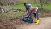 Şanlıurfa'da Su Sorunu Yaşayan Okul İçin Komşu Mahalleden İmece Usulü Su Hattı Çekiliyor