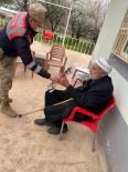 Yaşlılara Saygı Haftasında Jandarma'dan Örnek Davranış