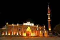 Aksaray'da Tarihi Ulu Cami'de Yapılan Işıklandırma Çalışmaları Tamamlandı
