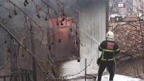 Amasya'da 2 Katlı Ahşap Ev Alevlere Teslim Oldu