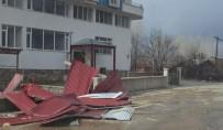 Bingöl'de Fırtına Çatı Uçurdu, Ağaçları Devirdi
