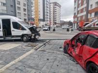 Diyaliz Hastalarını Taşıyan Minibüs İle Otomobil Çarpıştı Açıklaması 3 Yaralı