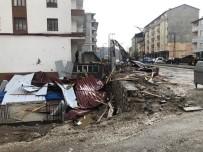 Hizan'da Şiddetli Rüzgar Çatıları Uçurdu