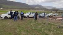 Sason'da Şiddetli Rüzgar Enerji Nakil Hattı Direğini Devirdi