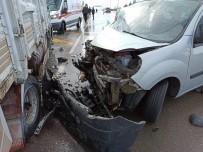 Aksaray'da Hafif Ticari Araçla Kamyonet Çarpıştı Açıklaması 3 Yaralı