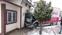 Aksaray'da Kamyonet İle Kamyon Çarpıştı Açıklaması 4 Yaralı