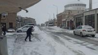 Aksaray'ın Güzelyurt İlçesinde Kar Yağışı