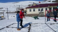 Çocuklar 'Orda Bir Köy Var Uzakta' Projesiyle İlk Kez Badminton İle Tanıştı