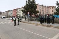 Husumetlisini Sokak Ortasında Tüfekle Vurdu
