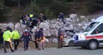 Yoldan Çıkan Otomobil Kayalıklara Çarptı Açıklaması 1 Ölü, 1 Yaralı