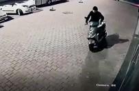 Direksiyon Kilidini Kırdığı Motosikleti İterek Götürdü