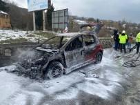 İçinde Beş Kişinin Bulunduğu Otomobil Alev Alev Yandı