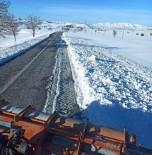 Karla Kapanan Mahalle Yolları Ulaşıma Açıldı