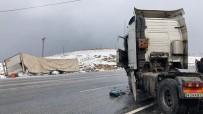 Virajı Alamayan Tır İstinat Duvarına Çarptı Açıklaması 1 Yaralı