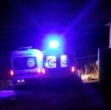 Çamura Saplanan Ambulansları Belediye Kepçe İle Kurtardı