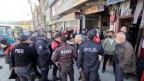 Kimlik Soran Polislerle Tartıştılar, Vatandaşlar Film Gibi İzledi