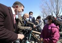 Bakan Kasapoğlu Ağrılı Çocuklara Verdiği Bisiklet Sözünü Tuttu