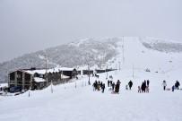 Zigana'da Kayak Sezonu Tam Bitti Derken Yağan Mart Karı İle Birlikte Yeniden Başladı
