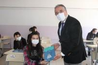 Belediye Başkanı Savran, Mezun Olduğu Okulda Öğrencilere Deneme Sınav Seti Dağıttı