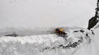 Kar Kalınlığının 6 Metreyi Bulduğu Dağlar Kar Kaplanlarıyla Aşılıyor