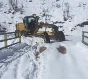 Tunceli'de Karla Kapan 120 Köy Yolu Açıldı, 18'İnde Çalışma Sürüyor
