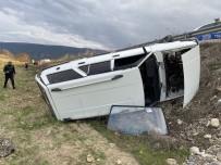 Kontrolden Çıkan Otomobil Tarlaya Uçtu  Açıklaması 1 Yaralı