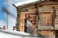 Petran Yaylası Sakinleri, Martta Yağan Karın Tadını 'Lazboard'la Kayarak Çıkarıyor