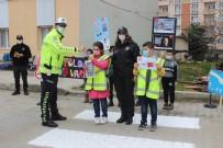 Türkeli'de Yaya Geçitlerine 'Kırmızı Çizgi' Uygulaması